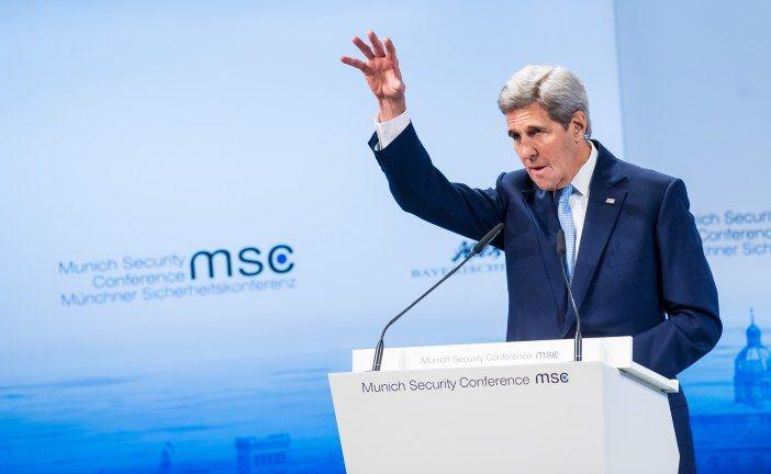 """""""كيري"""" يدعو روسيا إلى وقف غاراتها ضد المعارضة السورية"""
