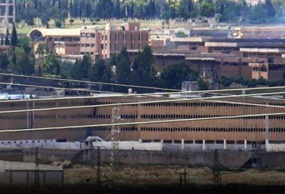 الإفراج عن 30 معتقلاً من سجن حماه والنظام يفاوض على محتجزيه