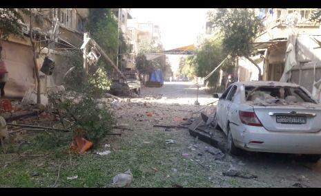 اثار استهداف طيران النظام الحربي أحياء مدينة دوما في الغوطة الشرقية