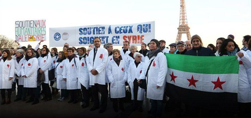 """مظاهرة لأعضاء """"أطباء العالم"""" الفرنسية  تنتقد صمت المجتمع الدولي تجاه المجازر في سوريا"""