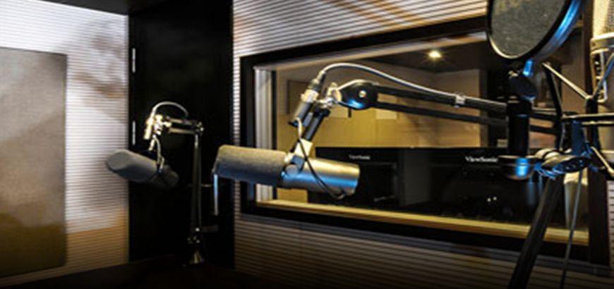 """المستمعين الأوفياء يُهنئون """"راديو الكلّ"""" في اليوم العالمي للإذاعة"""