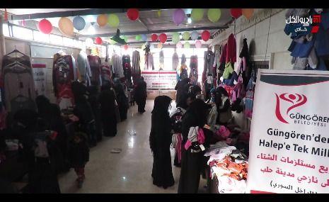"""متجر للألبسة المجانية نظمته """"جمعية عطاء"""" في مخيمات أطمة الحدودية بريف إدلب الشمالي"""