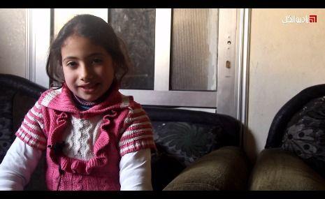 """عائلة الشهيد """"فادي آدم"""" تروي تفاصيل استشهاده وابنه، وإصابة زوجته بالشلل في إدلب"""