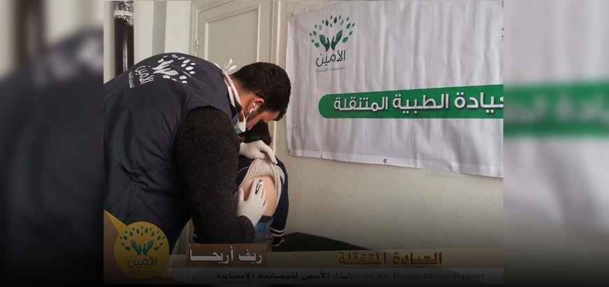 عيادة متنقلة لمعاينة المرضى وتقديم العلاج بالمجان في ريف إدلب الجنوبي