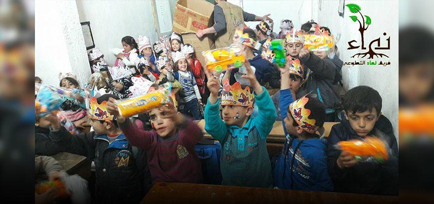 """فريق """"نماء التطوعي"""" يجري ندوات توعية للمدرسين واحتفالية للأطفال في مدارس ريف جسر الشغور"""