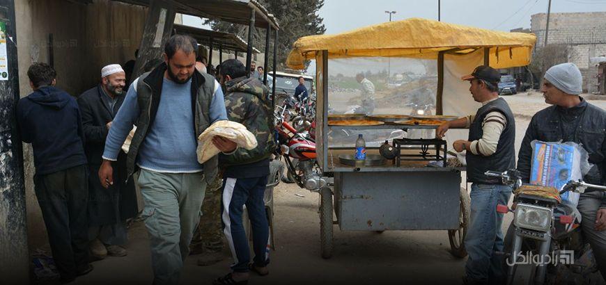 """بعد وصولها لمئتي ليرة ..""""محلي اعزاز"""" وبدعم تركي يخفّض سعر ربطة الخبز الى 75 ليرة سورية"""